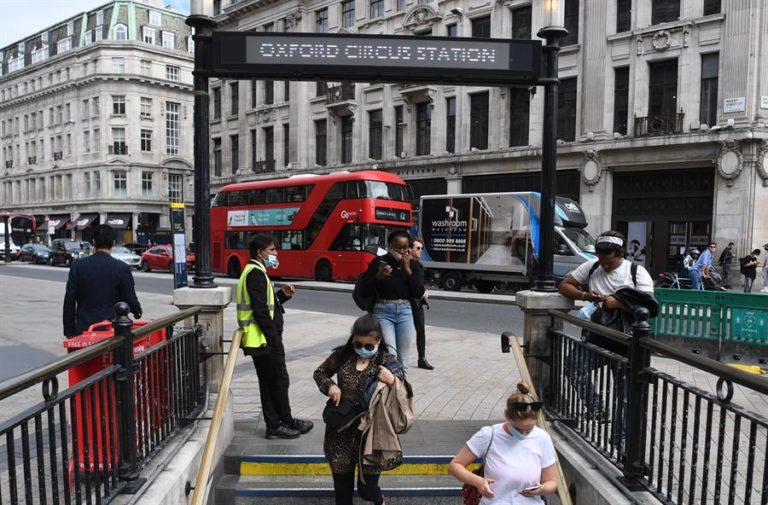 Expertos británicos no hallan trazos de coronavirus en el metro de Londres
