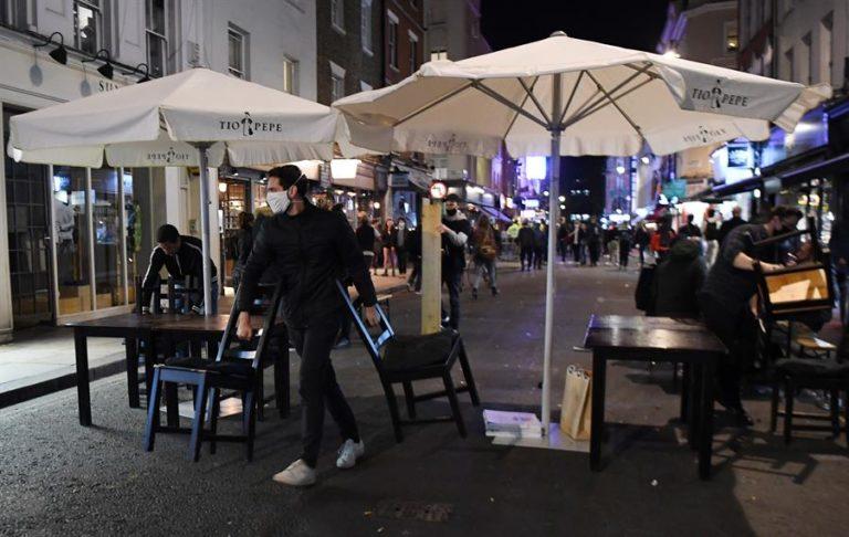 La hostelería podrá reabrir con restricciones en Londres tras el confinamiento