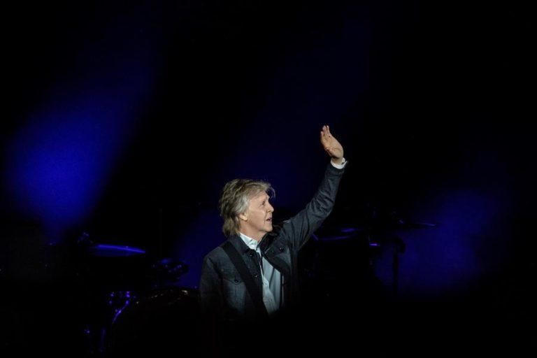 Paul McCartney dice que se vacunará y anima a los británicos a hacerlo